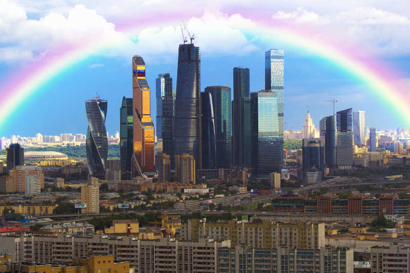 城市建筑上的美丽彩虹
