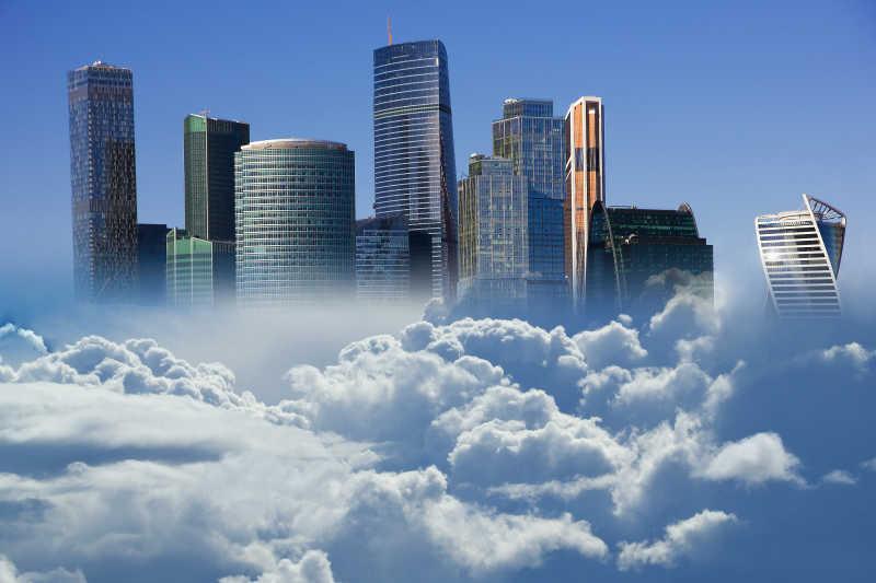 高耸云端的摩天大楼