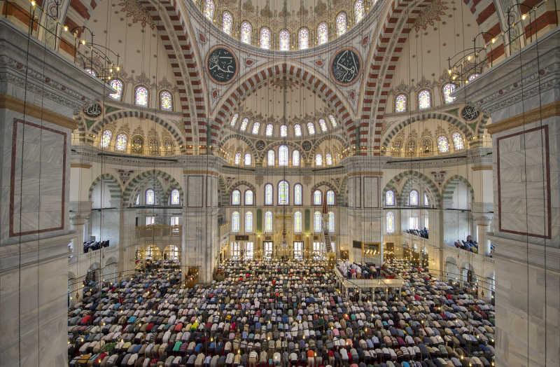 壮观的穆斯林祈祷