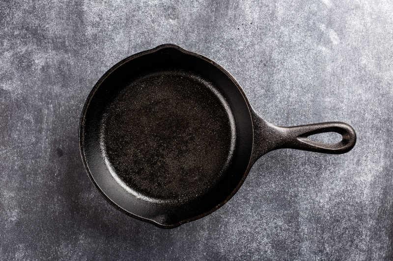 暗底铸铁锅