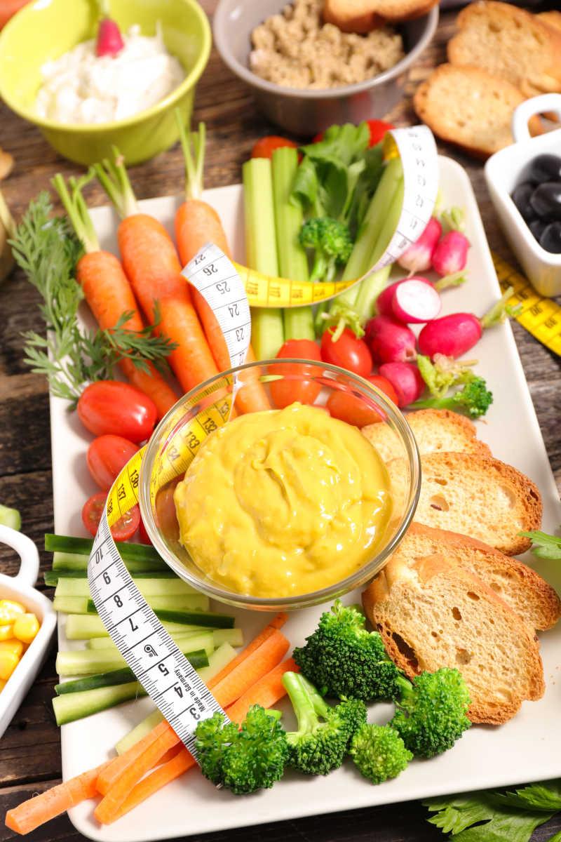 健康减肥蔬菜和皮尺