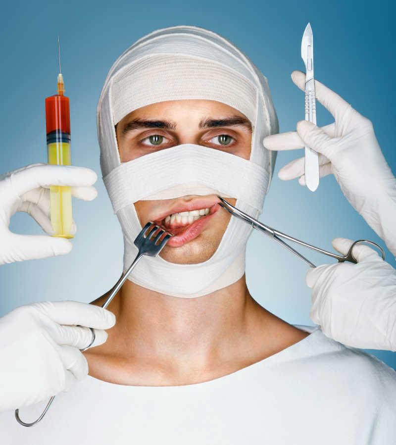 一位整形科的病人头绑着绷带