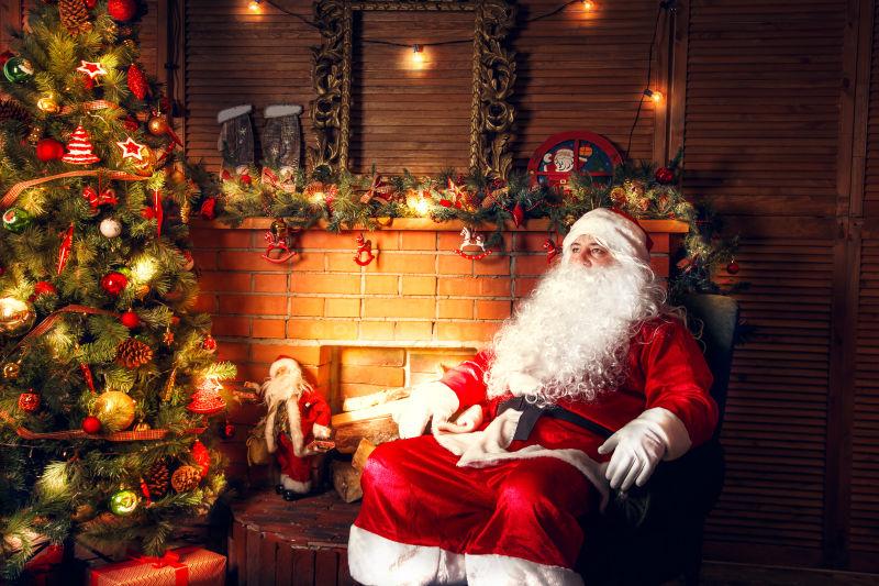 圣诞老人坐着休息