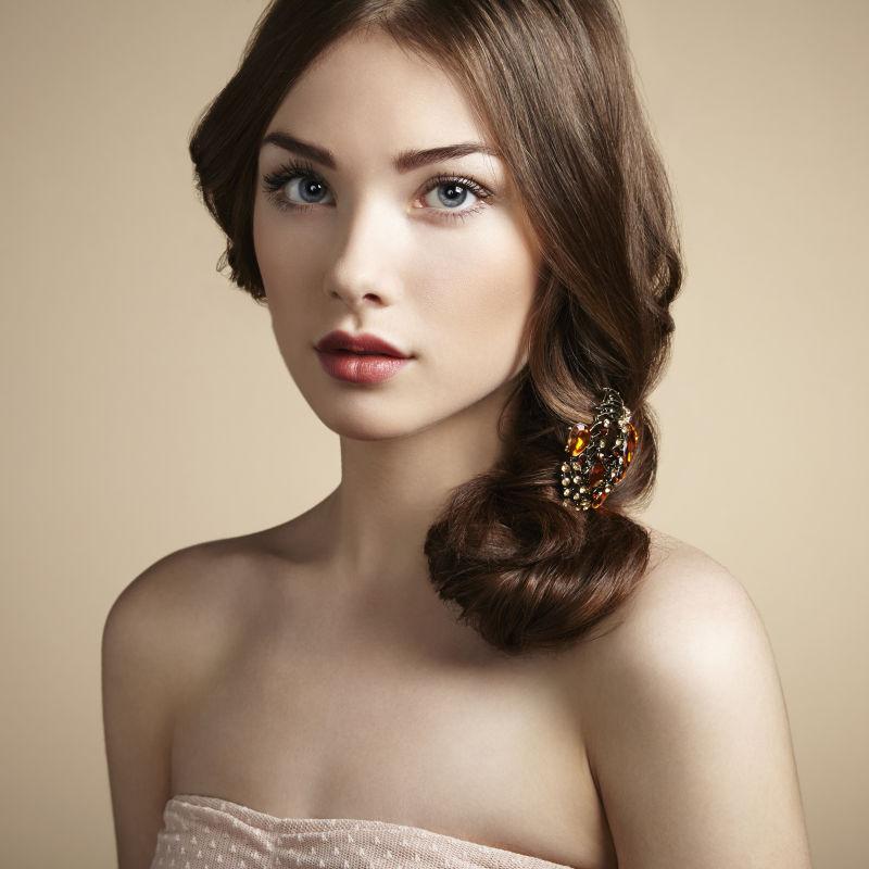 年轻漂亮女孩