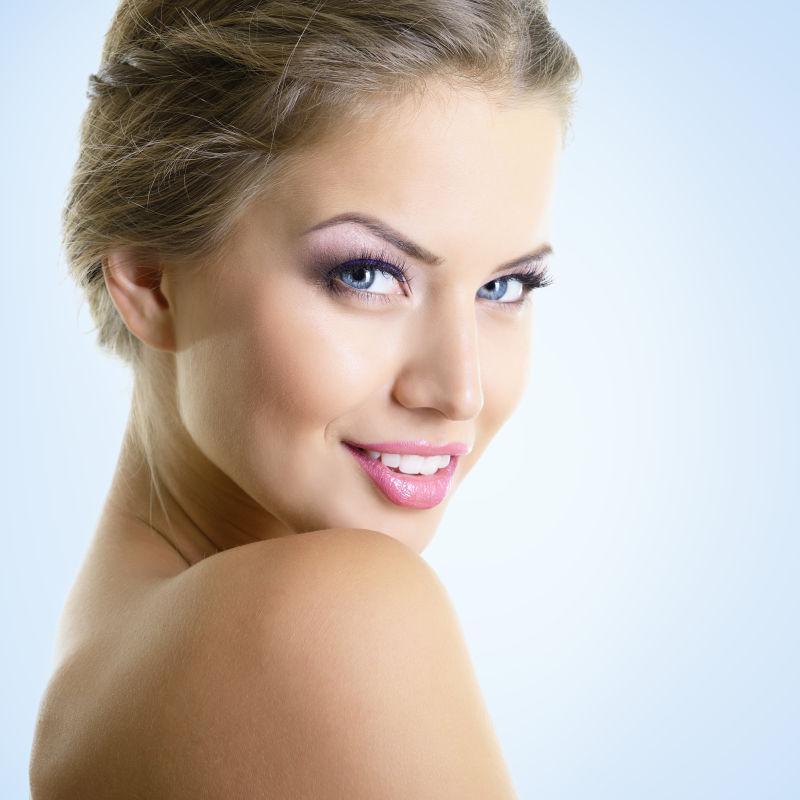 美丽的年轻女子肖像