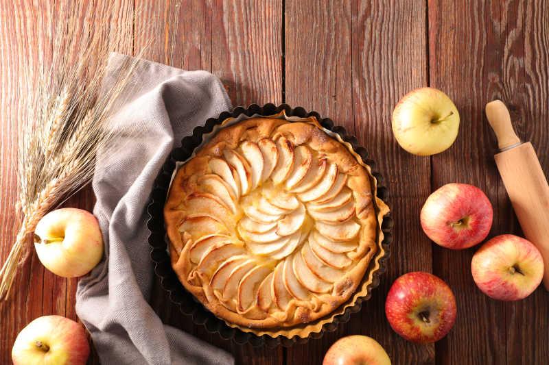美味的苹果馅饼和苹果
