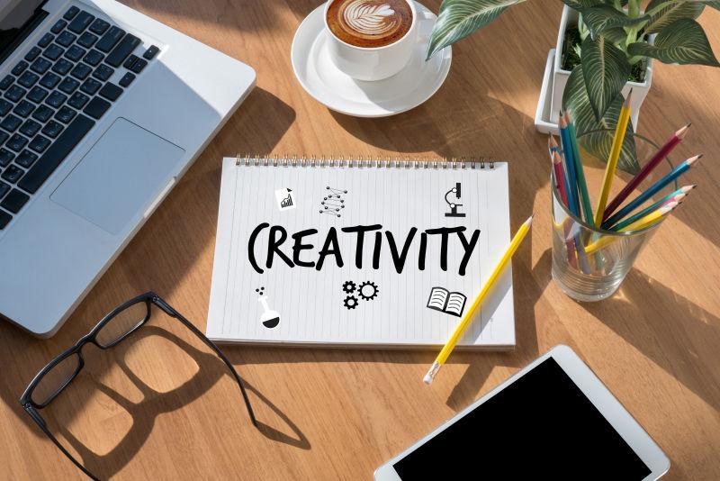 笔记本上的创造与设计思维概念