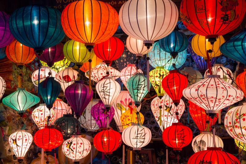 越南会安古镇的五彩灯笼