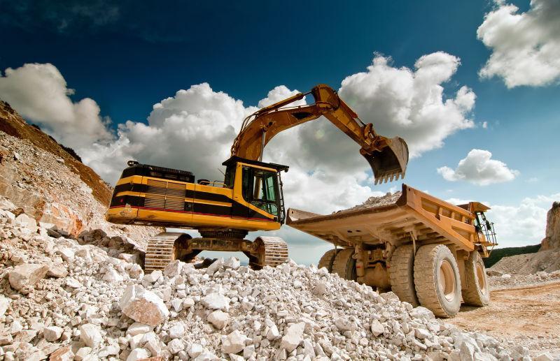 采石场推土机挖掘机