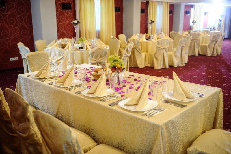 豪华婚宴餐桌装饰