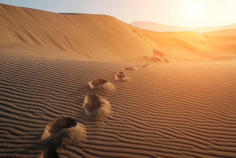 日落时的沙漠