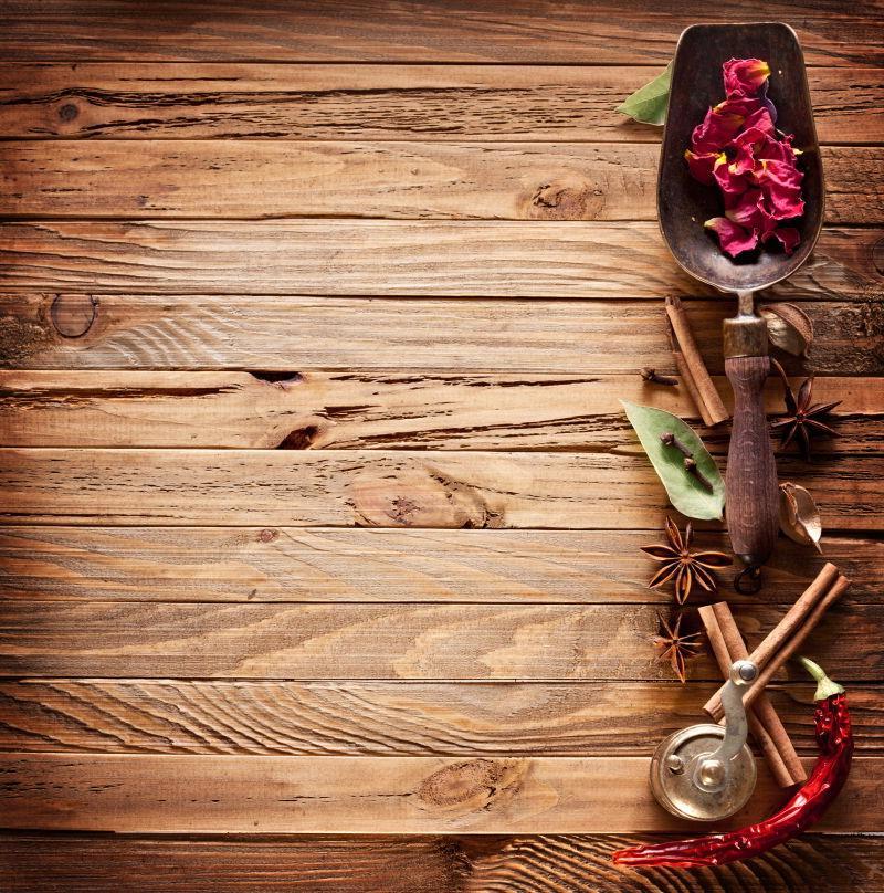 木板上的调味品
