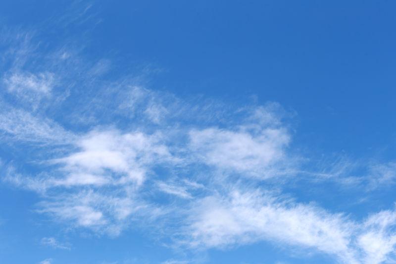 天空上飘渺的白云